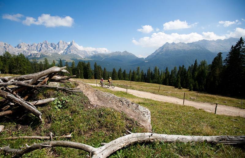 Panorama pista ciclabile delle Dolomiti